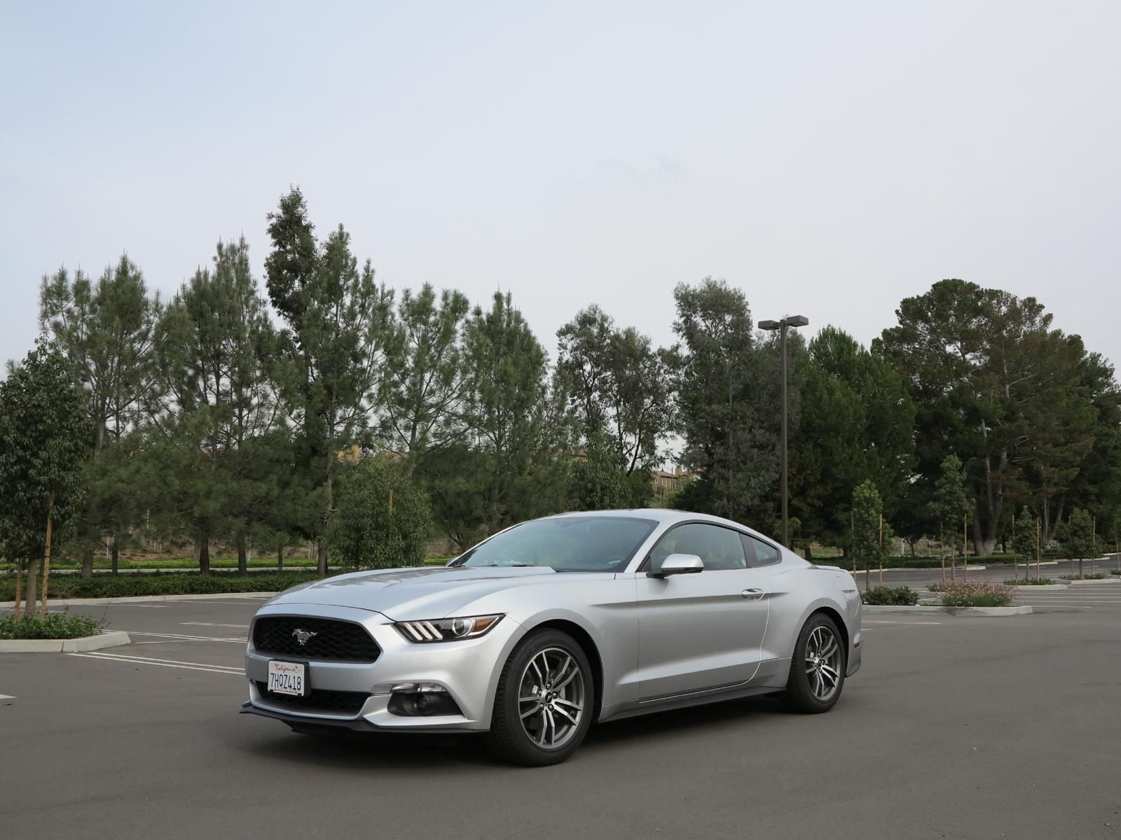 2015_Ford_Mustang_EcoBoost_10