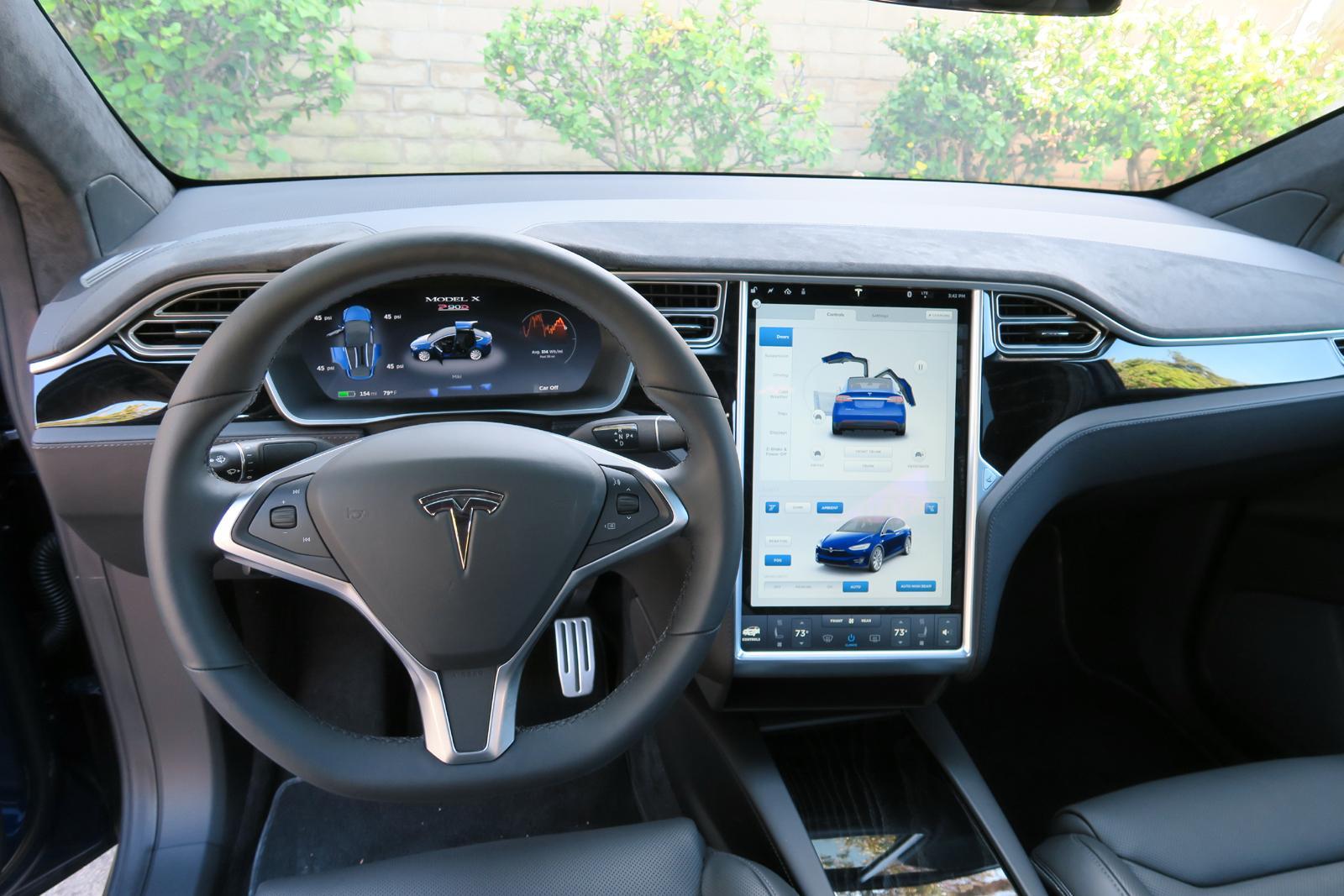 2016_Tesla_Model_X_20