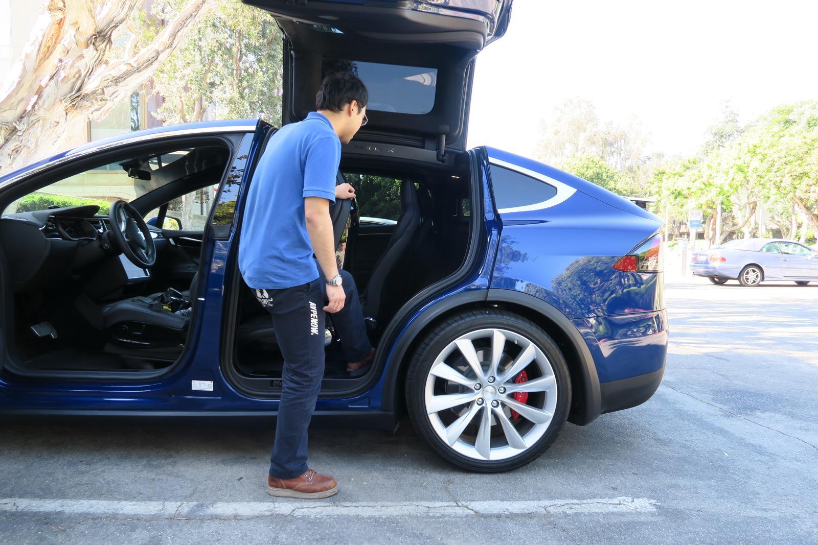 2016_Tesla_Model_X_7