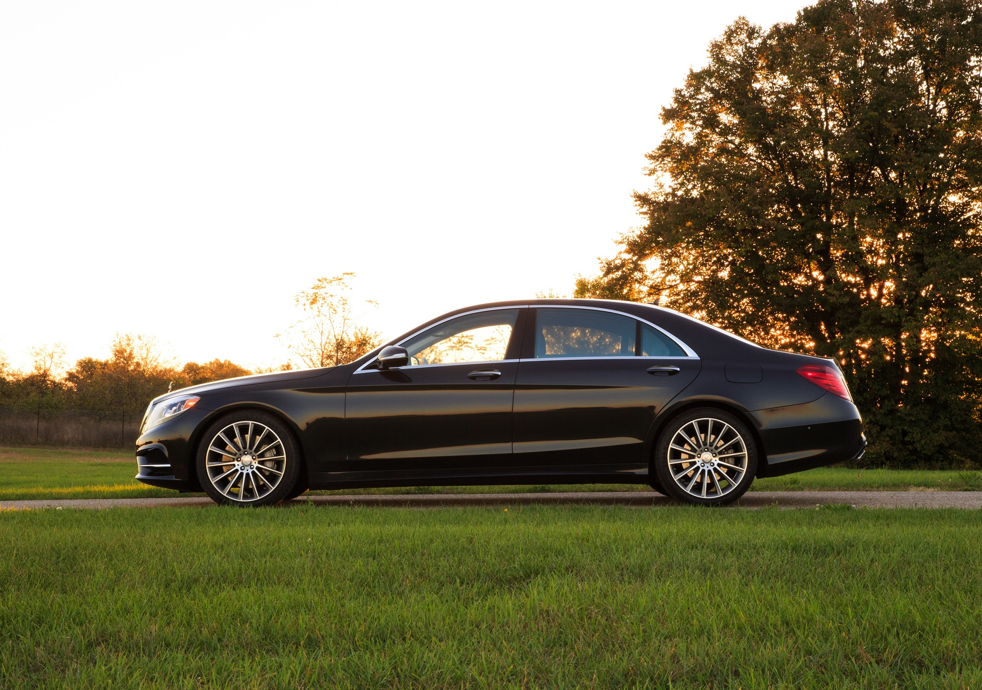 2014_Mercedes-Benz_S550_Side_Profile