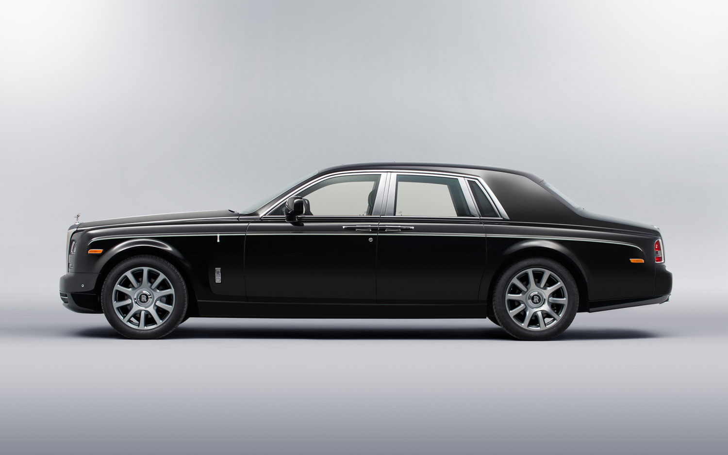Rolls-Royce_Phantom_Side_Profile