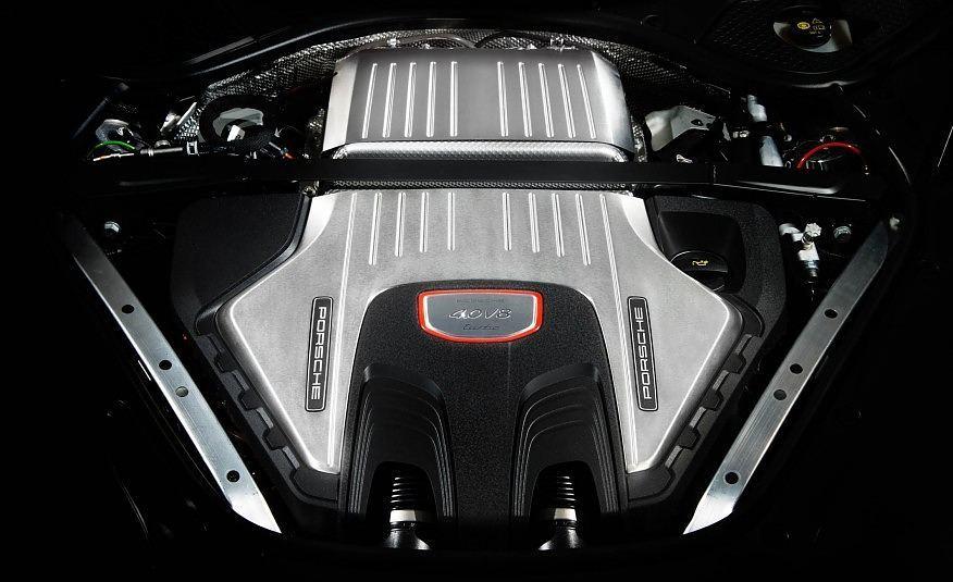 2017_Porsche_Panamera_V8_Turbo
